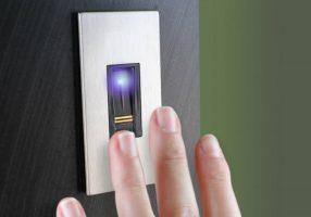 Dierre, la porta di casa si apre con l'impronta digitale