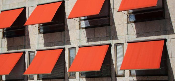 Balconi e condominio: le tende da sole devono essere tutte uguali?
