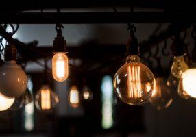 La Cassazione conferma: rubare luce al condominio è reato