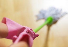 Pulizia scale in condominio: appalto o lavoro subordinato?