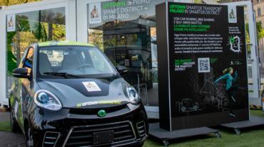 Un'auto elettrica alla presentazione dell'iniziativa a Milano